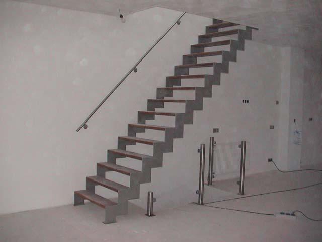 Metalen trap met houten treden hout ook metaal knitting patterns pinterest met tes and - Metalen trap design hout ...